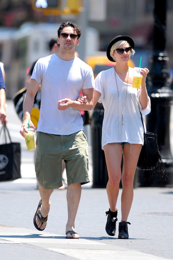 Ashlee Simpson at the East Village in New York City - July 10, 2011