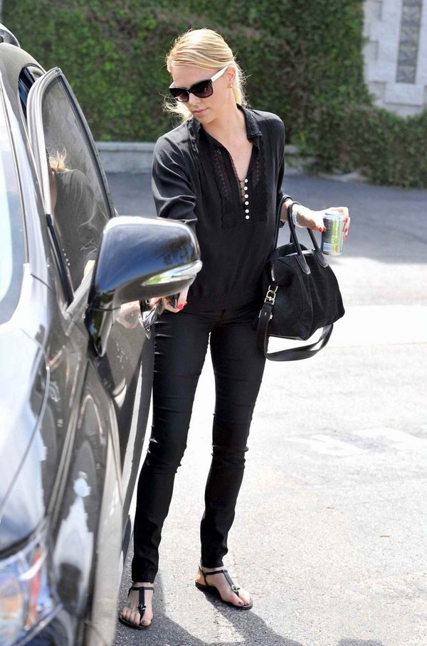 Charlize Theron - Out & About at LA - 4th April, 2012