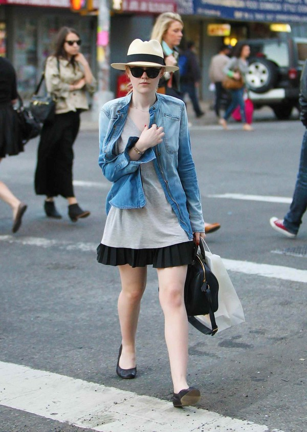 Dakota Fanning - Out & About at NYC - 4th April, 2012