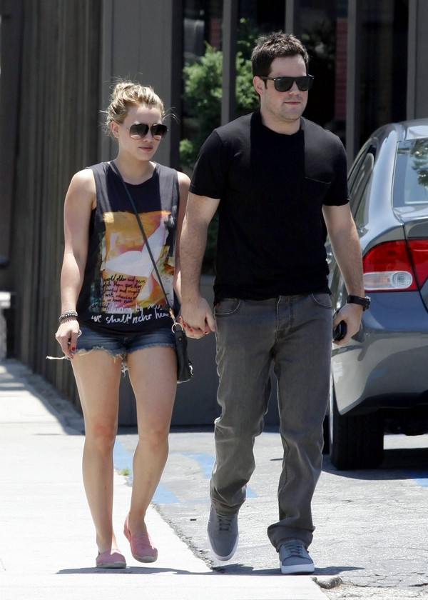 Hilary Duff out in shorts in Toluka Lake - July 02, 2011
