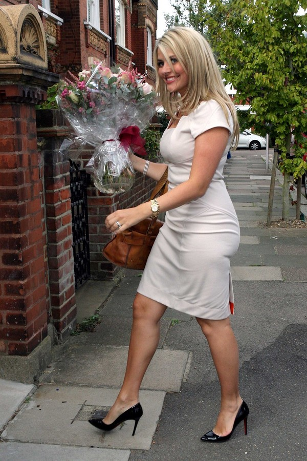 Holly Willoughby arriving at her home