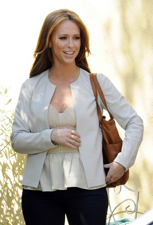 Jennifer Love Hewitt On the Sets of The Client List in Los Angeles - 27th March, 2012