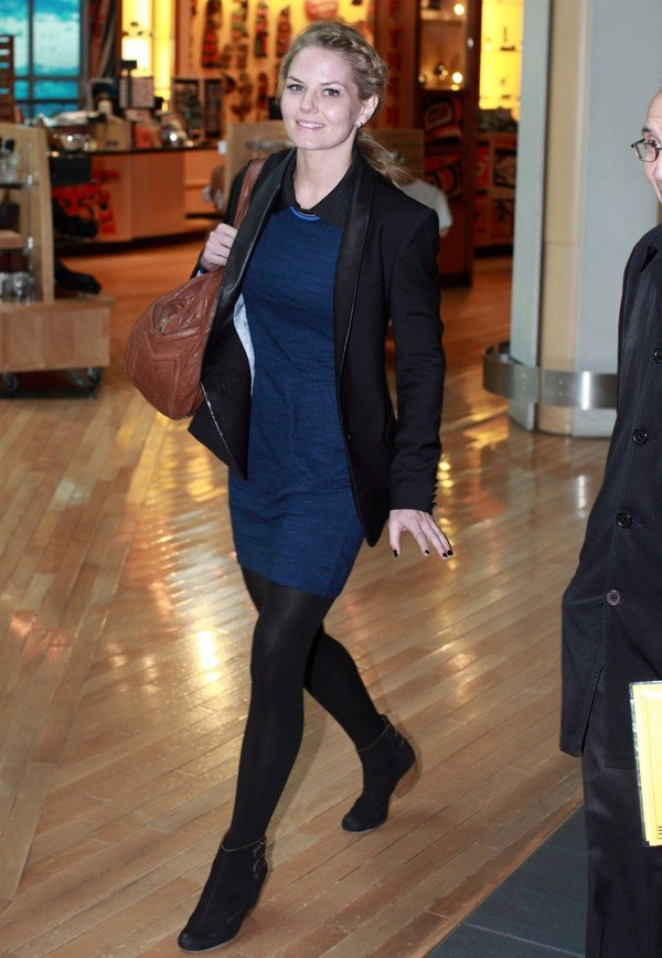 Jennifer Morrison - Arrives at the Vancouver airport - 9th March, 2012