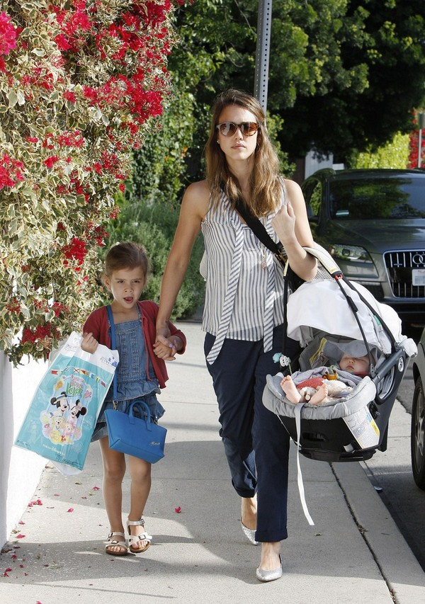 Jessics Alba Takes Her Kids Out in LA - 29th April, 2012