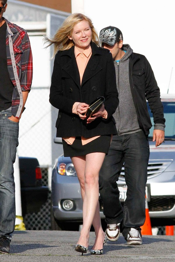 Kirsten Dunst - On the Sets in Los Angeles - 26th March, 2012