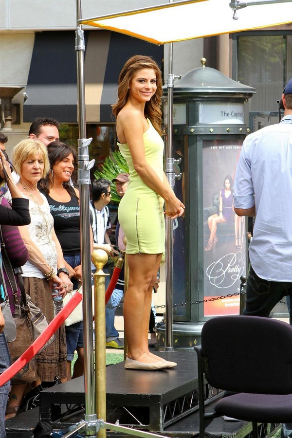 Maria Menounos On the Sets of EXTRA - 8th May, 2012
