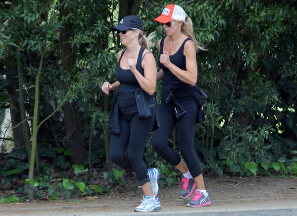 Reese Witherspoon - Out for a run with a friend in Brentwood - 24th April, 2012
