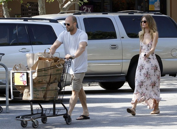 Rosie Huntington-Whiteley Shopping in Malibu - July 04, 2011