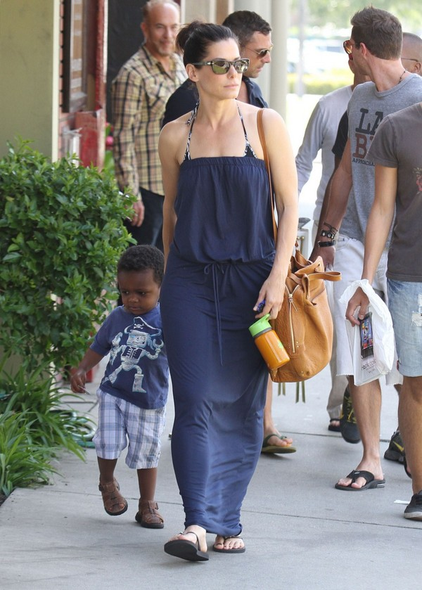 Sandra Bullock, shopping in West Hollywood - 28th April, 2012
