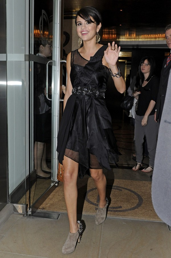 Selena Gomez Leaves Her Hotel in London - July 05, 2011