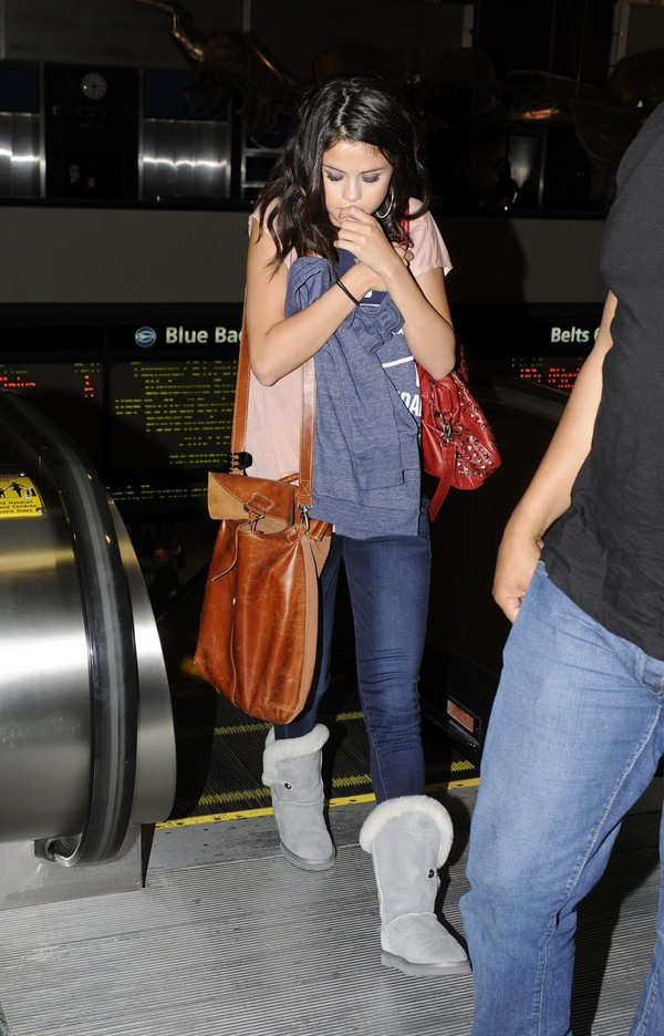 Selena Gomez - Ready to Leave the Airport in Tampa - March 2, 2012