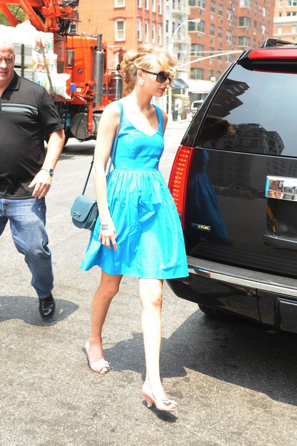 Taylor Swift at Free People Clothing Store in NYC - July 21, 2011
