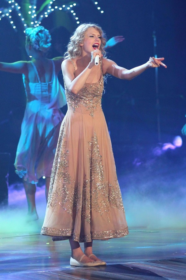 Taylor Swift LIVE at Newark, New Jersey - July 20, 2011