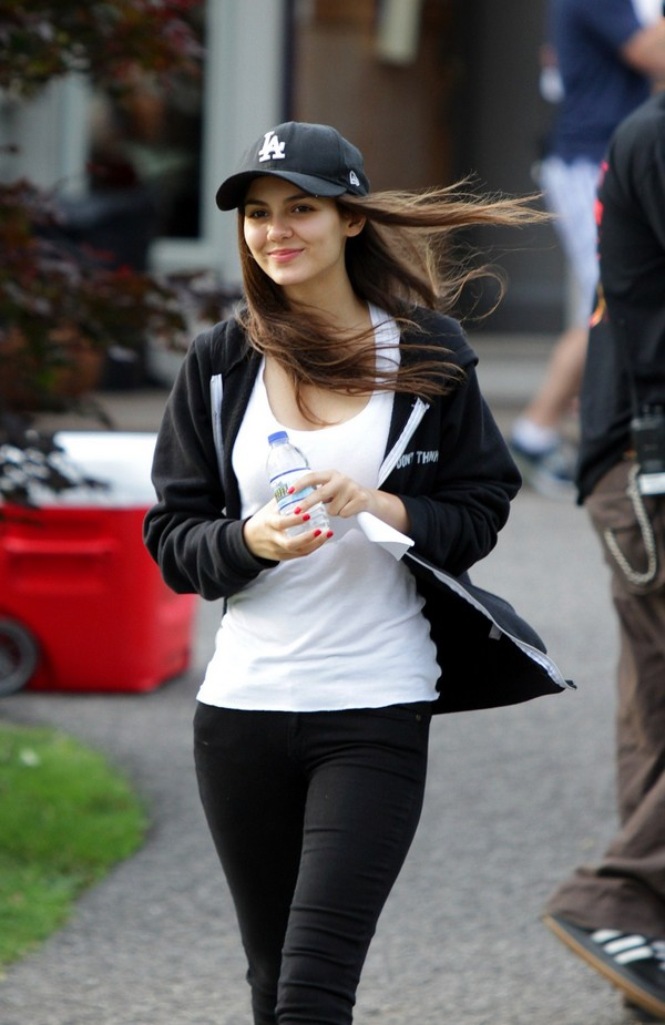 Victoria Justice On the Sets of 'Fun Size' in Beachwood - June 23, 2011