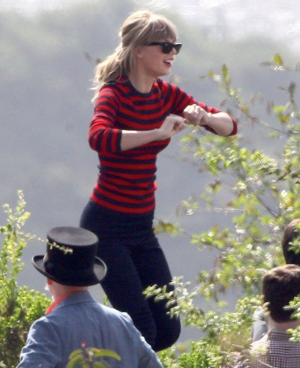 Taylor Swift in shorts, filming her new music video in L.A