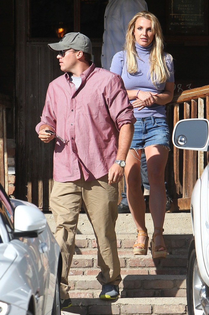 Britney Spears going out for a Lunch in Agoura Hills on April 12, 2013
