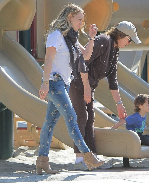 Hilary Duff in Jeans at Coldwater Canyon Park in Beverly Hills on April 2, 2013