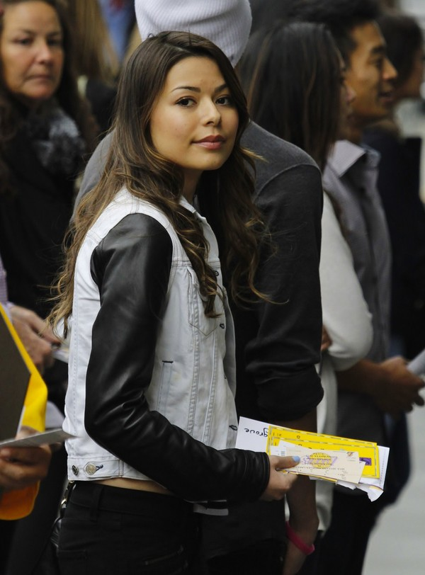 Miranda Cosgrove arriving at Lakers Game on April 14, 2013