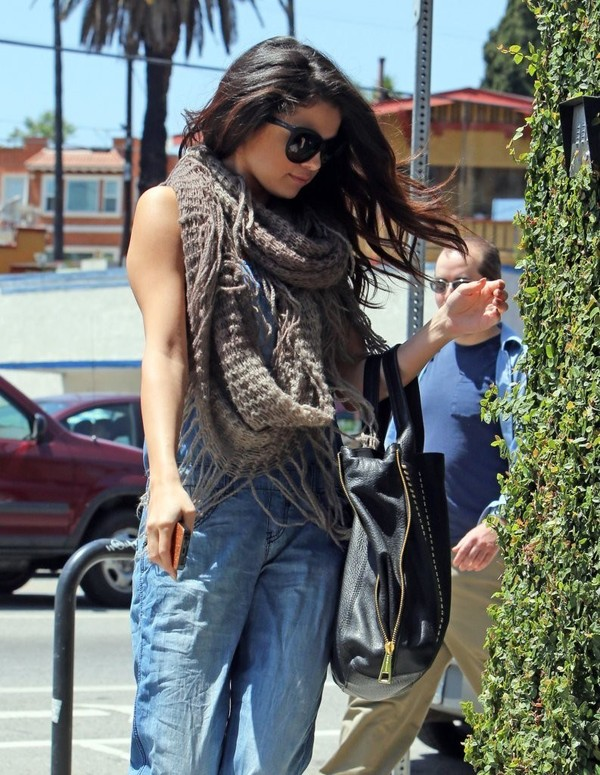 Selena Gomez stops by Pop Physique for a workout in Los Angeles on April 26, 2013