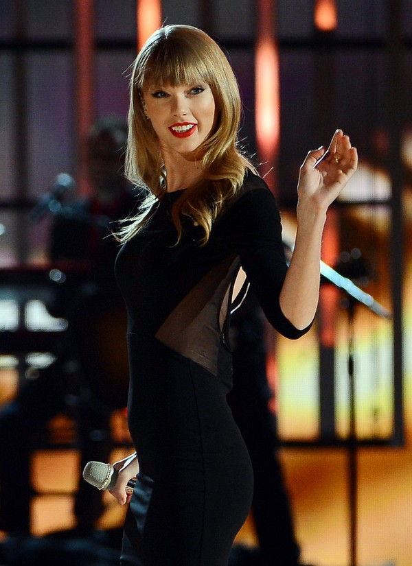 Taylor Swift performs during Tim McGraw's Superstar Summer Night in Las Vegas on April 6, 2013