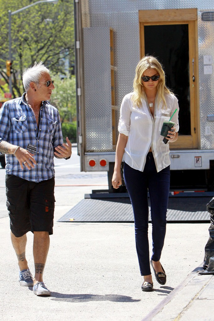 Kate Upton On the Sets of 'The Other Woman' in NYC on May 2, 2013