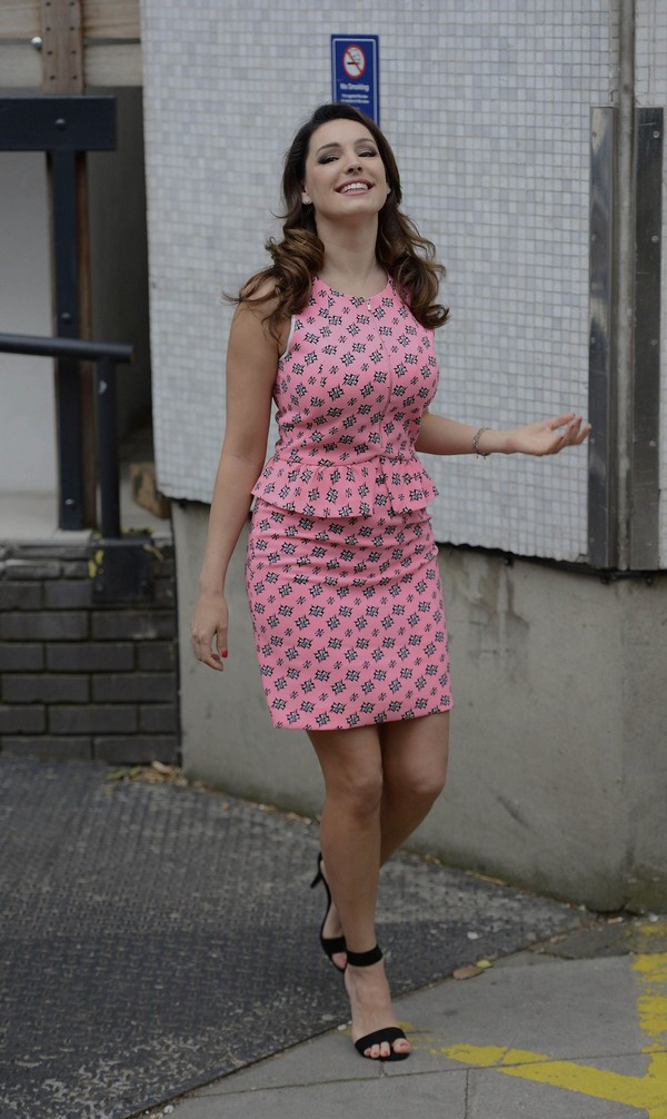 Kelly Brook arrives home after appearing on 'Lorraine' in London on May 21, 2013